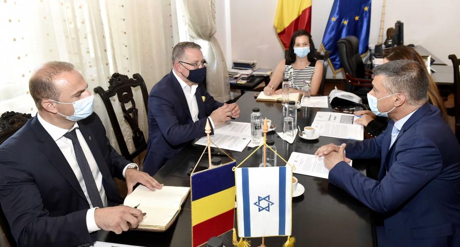 Ministrul Oros, discutii cu un reprezentant al tarii cu cele mai eficiente sisteme de irigatii din lume. Ce tehnologii se pot aplica si in Romania